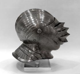 "Close-helmet of ""Maximilian"" form"